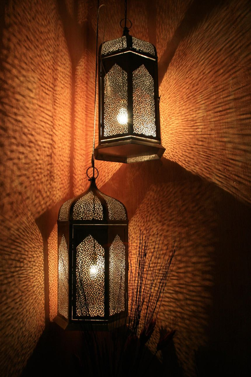 decoration-lamps-lanterns-67568 (1).jpg